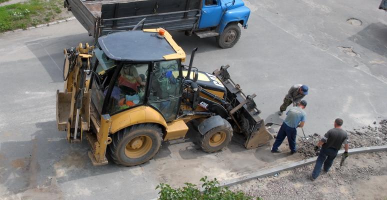 В Ямполі вперше за десять років взялись за ремонт тротуару