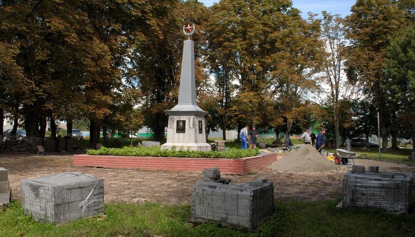 В Ямполі взялись за реконструкцію найстарішого парку селища
