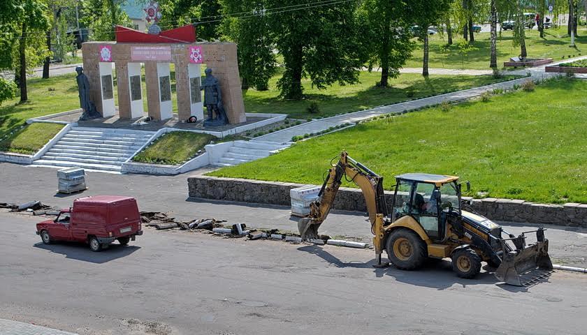 В Ямполі ремонтують тротуар по Спасо – Преображенській