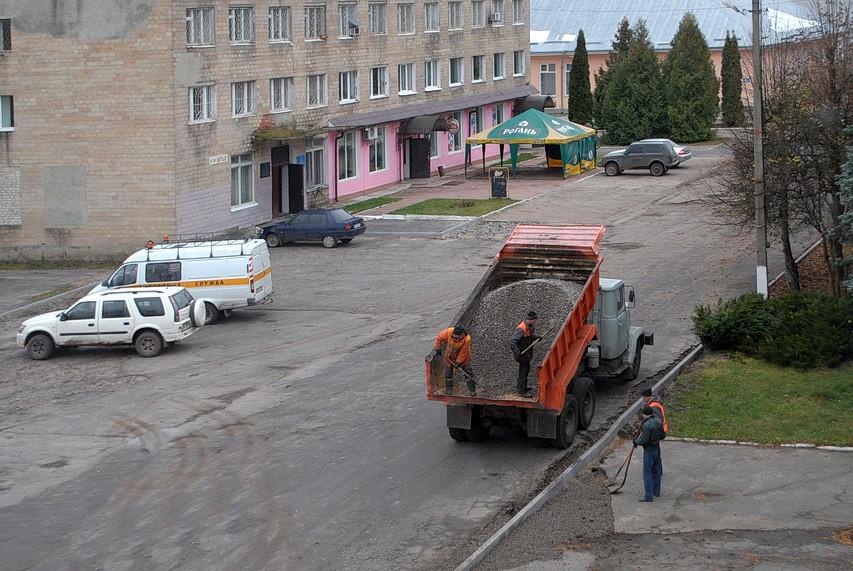 В Ямполі відновили ремонт дороги