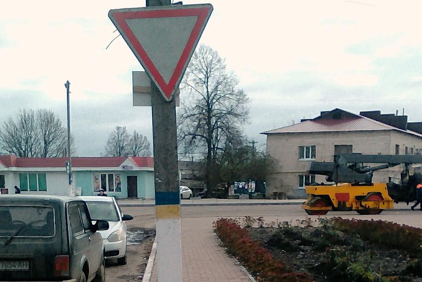 На комунальних дорогах Ямполя з'явилось 10 нових знаків