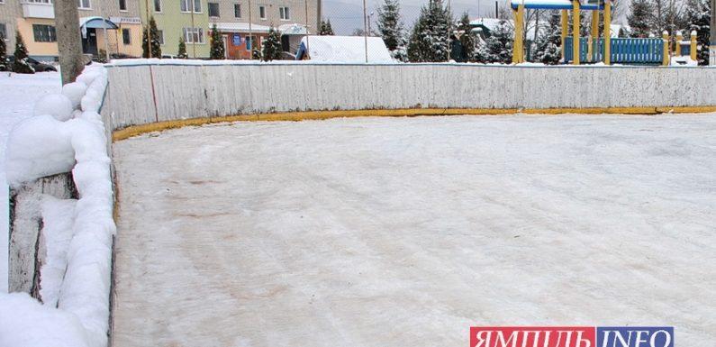 В Ямполі почали заливати хокейний майданчик